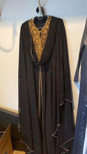 Morden Arabian dress(Abaya), good condition, worn one time event. for Sale in SeaTac, WA