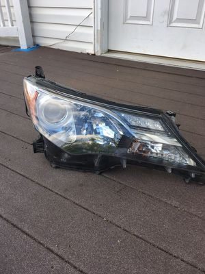 2013-2015 Toyota RAV4 passenger headlight for Sale in Manassas, VA