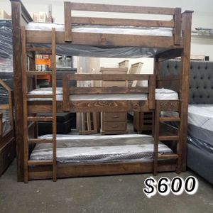 TRIPLE TWIN BUNK BED WITH MATTRESS PINE WOOD for Sale in Lakewood, CA