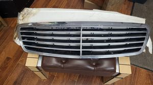Mercedes s500 grill fits 2000-2006 for Sale in Queens, NY