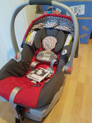Graco Click Connect Snug ride car seat for Sale in McLean, VA