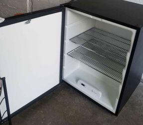 ULINE mini fridge. Good Condition for Sale in Oakland,  CA
