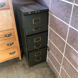 Free metal filing cabinet for Sale in Seattle,  WA