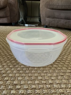 Sterilite 8.1 Quart Round Clear Air & Water Tight Storage Container With Cover for Sale in Carlsbad, CA