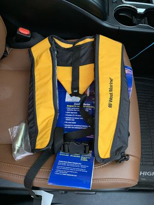 West Marine manual inflatable vest w/ cartridge for Sale in Austin, TX