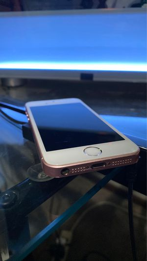 IPhone SE 64gb Rose Gold for Sale in Holdrege, NE