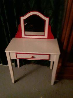 Little Girls Desk for Sale in Sanger,  CA