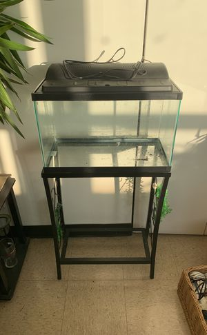 10 gallon fish tank with stand and Hood for Sale in Chicago, IL