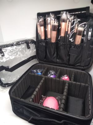 Travel Makeup Case Black with 13 Brushes, sponges, Clear bag for Sale in Rialto, CA