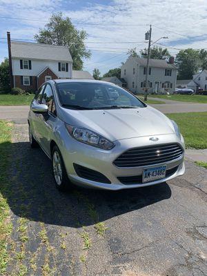 2016 Ford Fiesta SE 4 Door Hatchback for Sale in Hartford, CT