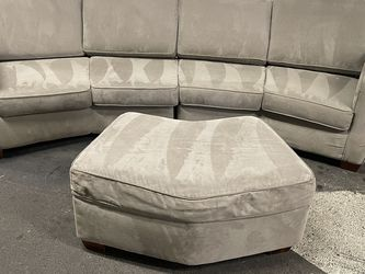 Beautiful 22: 1/2 Gd Sectional With Ottoman for Sale in Renton,  WA