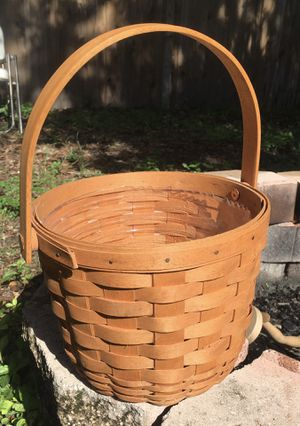Longaberger basket with plastic liner. Largo/Indian Rocks road for Sale in Indian Shores, FL