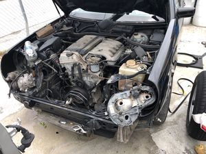 Mercedes benz e300 1999 turbo diesel for parts for Sale in Miami, FL