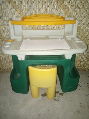 Kids. Desk with lamp and chair for Sale in Phoenix, AZ