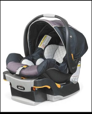 Chicco Nextfit infant car seat, bundle me cover and floral cover for Sale in Waynesboro, PA