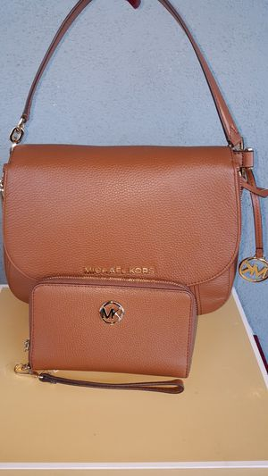 New Authentic Michael Kors Large Shoulder Handbag Comes With A Long Shoulder Strap And Matching Wallet 🎁🎅🎁🎅 for Sale in East Los Angeles, CA