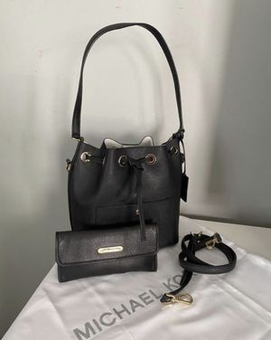 Michael Kors bucket bag with wallet for Sale in Midway City, CA