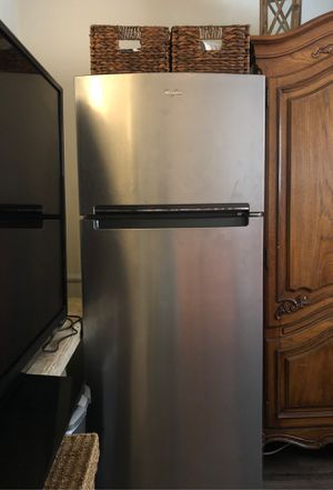 Whirlpool refrigerator in the top freezer for Sale in Los Angeles, CA