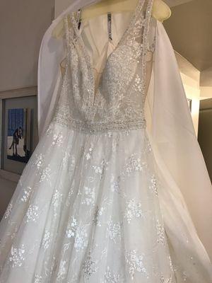 Size 6 Mon Cheri Wedding Dress - Martin Thornburg Collection for Sale in Round Rock, TX