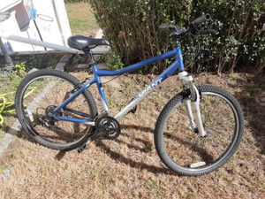 Giant Boulder Mountain Bike Front Suspension Simano 21 Spd Great Shape for Sale in Lowell, MA