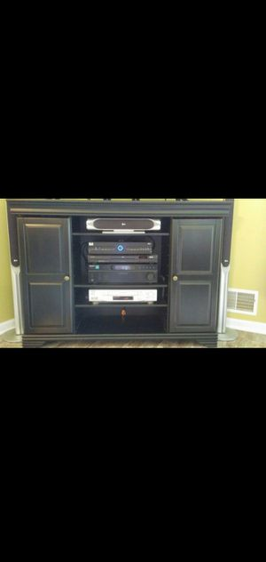 Pier one tv stand for Sale in VLG OF LAKEWD, IL
