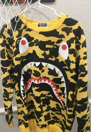 authentic bape sweatshirt only wore once size M for Sale in Estero, FL