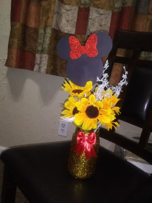 Minnie Mouse sunflower backdrop and centerpieces for Sale in Garland, TX