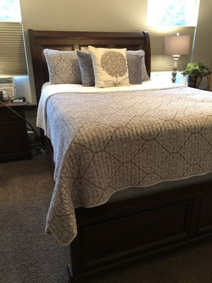 Queen Size Cherrywood Finish Sleigh Bed Set for Sale in Olympia, WA