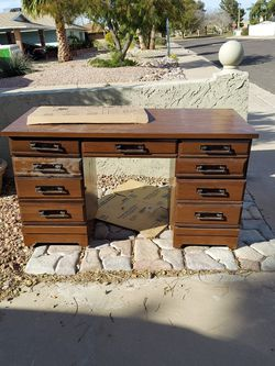 Free Desk Just Come Pick It Up If Post Is Up Its Still There for Sale in Tempe,  AZ