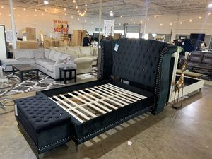 Amazing platform bed frame for Sale in Dallas, TX