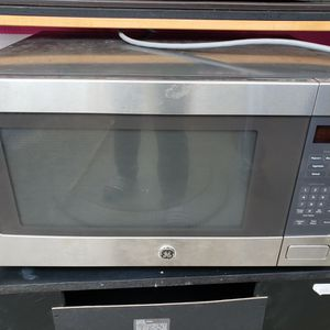 GE Profile™ 2.2 Cu. Ft. Countertop Sensor Microwave Oven for Sale in Missouri City, TX