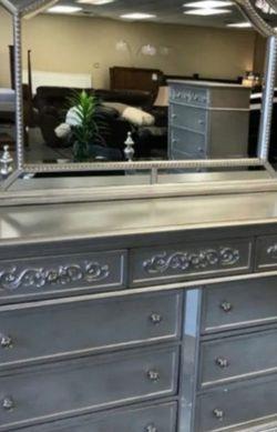 👁️🗨️Sterling Silver Mirrored Poster Bedroom Set byCrown Mark 💫 for Sale in Beltsville,  MD