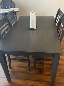 Dining Table With Four Chairs for Sale in Vancouver,  WA