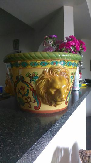 Lions head plant pot for Sale in San Antonio, TX