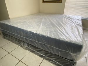 New King Hybrid Memory Foam Mattress Mattress Boxsprings FREE DELIVERY for Sale in Tampa, FL