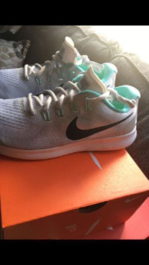 NIKE BRAND NEW FOR WOMENS ... SIZE 8.5 ...$45dlls... PRICE IS FIRM for Sale in Colton, CA