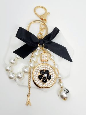 Bling keychain bagcharm with bow and pearls for Sale in Baldwin Park, CA