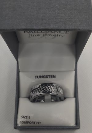 Men's tungsten 8 mm gear pattern GRAY wedding band men's ring size 9 for Sale in Phoenix, AZ