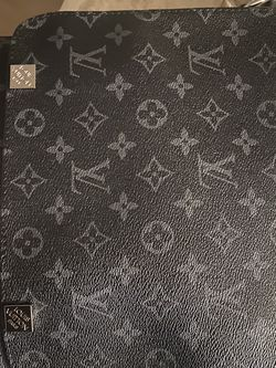 LOUIS VUITTON MESSENGER BAG for Sale in Fort Washington,  MD