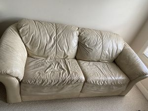 Leather sofa with pulling out bed. for Sale in Charlotte, NC
