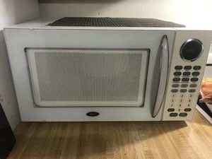 Oster microwave for Sale in Darien, IL