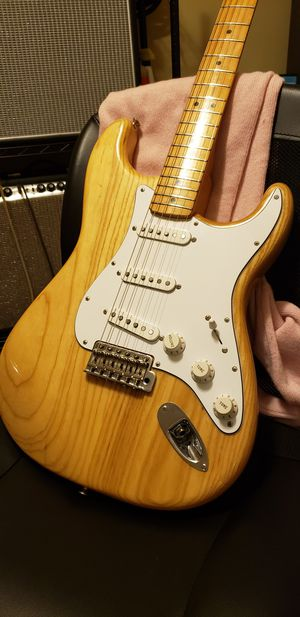 Fender 70's classic series stratocaster for Sale in Pembroke Pines, FL