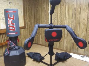 UFC PUNCHING BAG AND WORK OUT STATION for Sale in Fort Smith, AR
