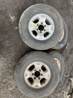 2003 Nissan Xterra rims and tires for Sale in Opa-locka, FL