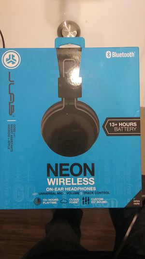 Bluetooth Wireless Headphones Over Ear 13+hrs play time for Sale in Portland, OR