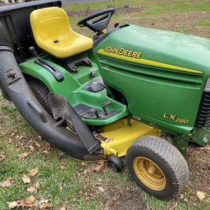 John Deere Garden Lawn Tractor With Bagger for Sale in Thornton, PA