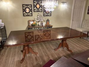 Dining room table for Sale in Laguna Hills, CA