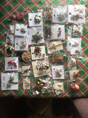 Jewelry - variety of brooches, 30 piece Lot for Sale in Los Angeles, CA