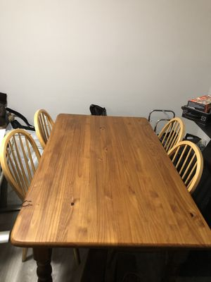 Dining Room / Breakfast Table w/4 chairs for Sale in Columbus, OH