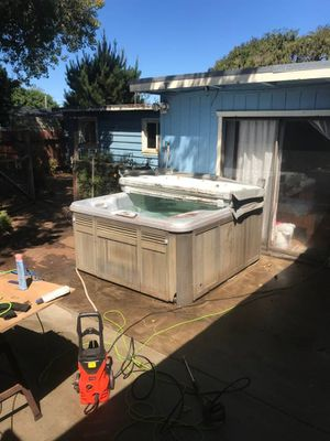 Gray Sundance 4 Person Spa! Good working condition! for Sale in American Canyon, CA